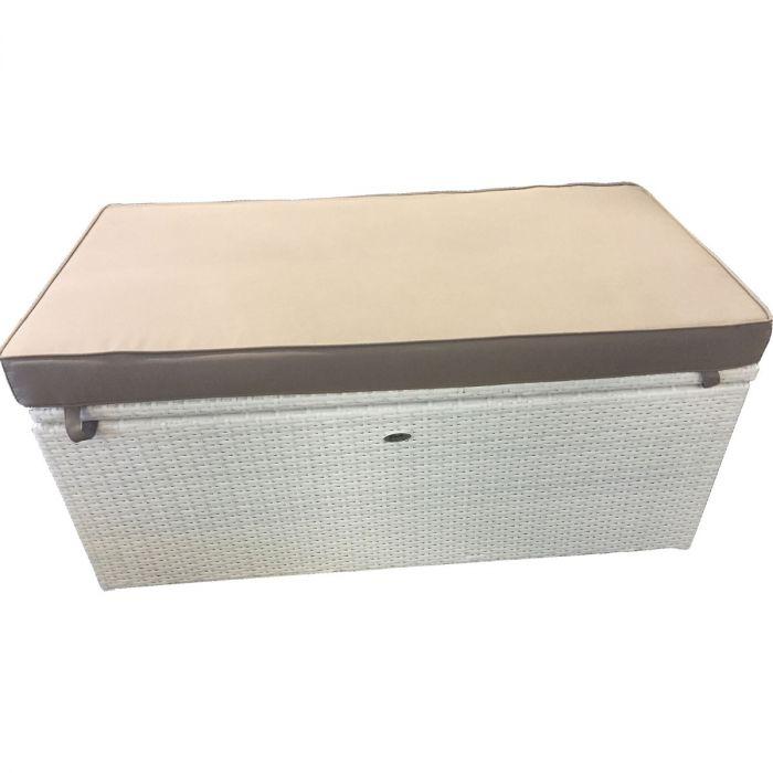 Hvit putekasse kombinert sittebenk i kunstrotting som har en tykk sittepute på toppen | SparMax